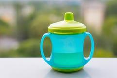 выпивать чашки младенца Стоковые Фото