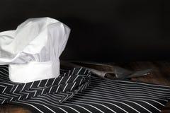 Καπέλο και ποδιά αρχιμαγείρων Στοκ Φωτογραφίες