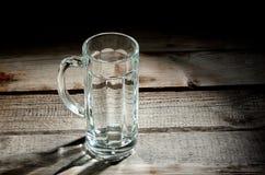 空的玻璃啤酒杯 免版税库存图片