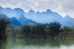 龙河,河池,中国的牧人风景 库存照片