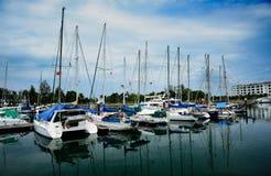 在码头的游艇 免版税库存图片