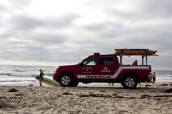 在日落的救生员车在圣地亚哥 库存照片