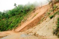 自然灾害,在雨季期间的山崩在泰国 免版税库存照片