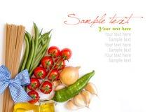 与菜和草本的意大利面团 免版税图库摄影