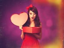 Κορίτσι με το δώρο Στοκ Εικόνες