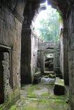 在吴哥窟,柬埔寨附近的多雨废墟 免版税库存图片