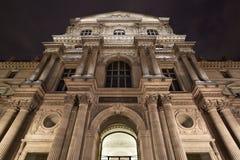 罗浮宫门面在巴黎 免版税库存图片