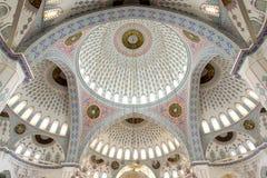 在清真寺视图里面的圆顶 免版税库存图片