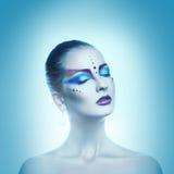 方形的寒冷定调子性妇女画象有闭合的眼睛的和 免版税库存照片
