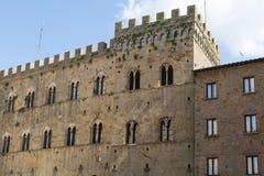 沃尔泰拉镇中世纪宫殿 免版税图库摄影