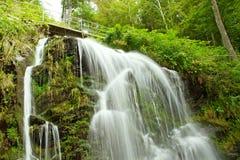 童话瀑布在黑森林德国费尔德伯格里 免版税库存照片