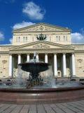 在剧院正方形的一个喷泉在莫斯科 库存照片