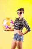 画报样式的美丽的年轻深色的女孩 免版税图库摄影