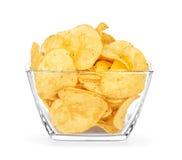 土豆片一个玻璃碗 免版税库存图片