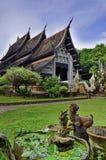 结构艺术在泰国佛教寺庙的 免版税库存照片