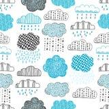 手拉的乱画云彩的无缝的样式 免版税库存图片