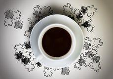 背景中断咖啡新月形面包杯子甜点 免版税图库摄影