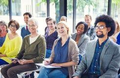 小组不同的不同种族的快乐的观众 免版税库存照片