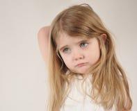 哀伤和疲乏的小孩 免版税库存图片