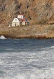 在海岸克利特附近的传统希腊教会 希腊 库存照片