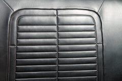 黑皮革经典汽车座位细节 免版税库存图片