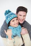 穿温暖的冬天衣裳的夫妇演播室画象  库存照片