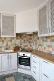 现代壁角的厨房 库存图片