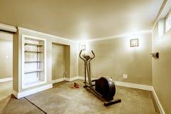 家庭健身房内部 免版税图库摄影
