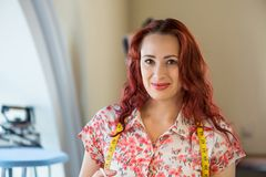 Γυναίκα ραφτών στην εργασία Στοκ Εικόνες