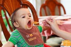 饥饿的婴孩 免版税库存图片