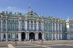 冬宫和埃尔米塔日博物馆在圣彼得堡,俄罗斯 免版税库存图片