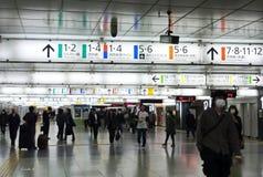 在新宿火车站里面 库存照片