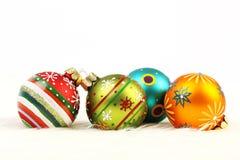 套在白色背景的四个五颜六色的圣诞节球 图库摄影