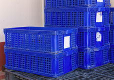 塑料筐被堆积的产品包装箱 免版税库存图片