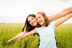 母亲和儿童飞行 免版税库存照片