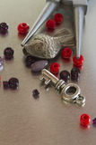 Детали и пинцет ювелирных изделий моды Стоковые Изображения RF