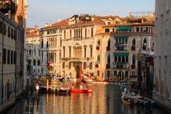 威尼斯长平底船种族,意大利 库存照片