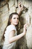 一个美丽的少妇登山人的画象 库存图片