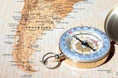 旅行目的地阿根廷,与葡萄酒指南针的古老地图 免版税库存照片