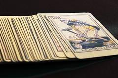 占卜用的纸牌甲板与死亡卡片的在上面 免版税库存照片