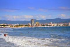 晴朗的海滩视图 库存图片