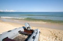 海滩小船海运 库存照片