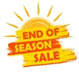 季节销售的结尾与夏天太阳被画的标志,黄色和桔子的 免版税库存照片