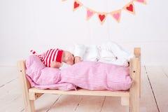 婴孩逗人喜爱休眠 免版税库存照片