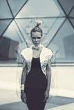 Будущая женщина чужеземца в стиле космоса Стоковое Изображение RF
