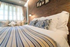 英国乡村模式的卧室 库存照片