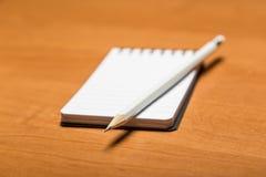 铅笔和记事本 免版税库存图片