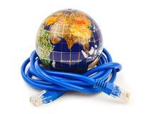 地球和互联网缆绳 库存图片