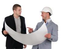 建筑师谈论图纸与他的伙伴 库存照片