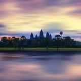 吴哥城寺庙全景视图在日落的 柬埔寨 免版税库存图片